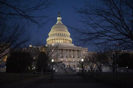 Darkness sets in over the U.S. Capitol building hours before U.S. President Barack Obama is set to deliver his State of the Union address to a joint session of Congress on Capitol Hill in Washington January 24, 2012. REUTERS/Jonathan Ernst