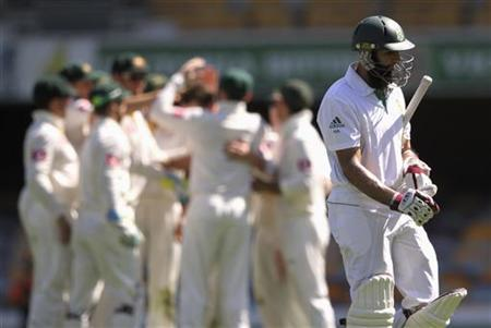 South Africa's Hashim Amla (R) leaves the ground after his dismissal against Australia during the first test cricket match at the Gabba in Brisbane November 13, 2012. REUTERS/Aman Sharma