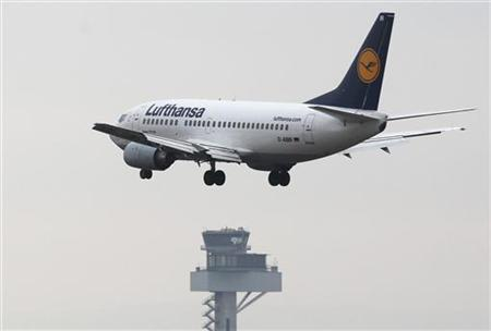 A Lufthansa Boeing 737-500 aircraft flies in to land at Frankfurt's airport February 28, 2012. Frankfurt airport operator Fraport and airline Lufthansa are seeking an injunction after trade union GdF urged control tower staff to join strike action, now in its third week, by airfield staff at Europe's third largest airport. The impact of the walkout by 190 employees, who guide planes to parking places and make up just one percent of Fraport's workforce has been limited however, as Fraport has been able to fill the gaps by reshuffling its workforce. A strike by control tower staff would paralyse the airport as it would mean no flights could take off or land. REUTERS/Alex Domanski (GERMANY - Tags: BUSINESS TRANSPORT EMPLOYMENT TPX IMAGES OF THE DAY)