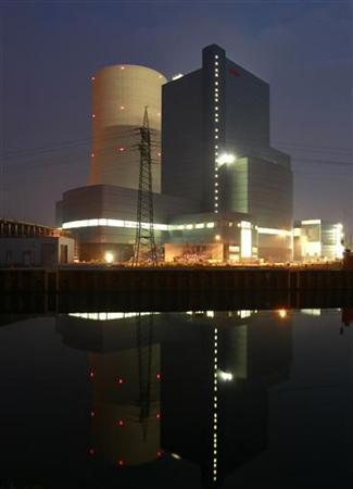 The building site of a coal power plant of German utility giant E.ON is pictured in the western city of Datteln May 1, 2012. E.ON is locked in a conflict with North Rhine Westphalia regarding the hard coal power plant in Datteln, which is to be switched off at the end of 2012. The annual meeting of E.ON takes place on May 3 in Essen. REUTERS/Ina Fassbender (GERMANY - Tags: BUSINESS)
