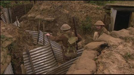 11月10日、英国に住む歴史研究家の男性が、第1次世界大戦当時の兵士の生活への理解を深めるため、自宅の裏庭に18メートルの塹壕(ざんごう)を完成させた。写真はHOT UNDER THE COLLAR提供(2012年 ロイター)