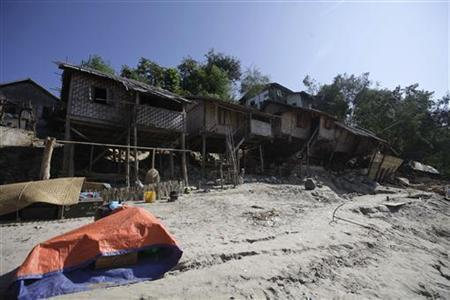 Damaged houses by the riverside is seen in Thabeik Kyin township November 12, 2012. REUTERS/Soe Zeya Tun