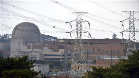 Yeonggwang Nuclear Power Plant reactor #5 is seen in Yeonggwang, South Jeolla province, south of Seoul, November 5, 2012. REUTERS/Newsis/Ryu Hyeong-geun