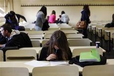 Studenti all'università. REUTERS/Susana Vera