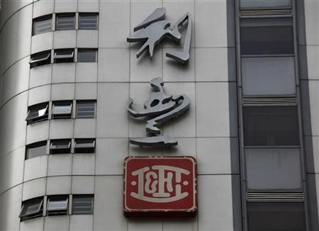 The company logo of Li & Fung is displayed at Li Fung Tower where the company is based in an industrial district in Hong Kong August 3, 2012. REUTERS/Bobby Yip