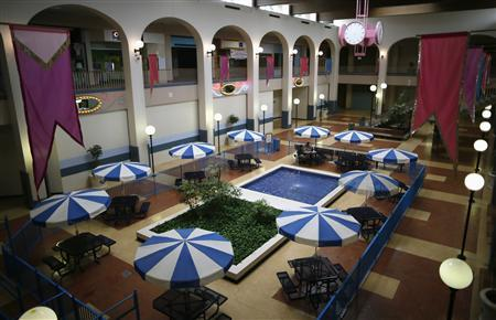 The central courtyard sits deserted in the Carousel shopping mall in San Bernardino, California September 11, 2012. The city of about 210,000, some 65 miles (104 km) east of Los Angeles, filed for bankruptcy on August 1, joining the Bay Area city of Stockton as a test case for whether financially troubled municipalities can shed bond payments and possibly pension obligations via bankruptcy court. Picture taken September 11, 2012. To match Special Report BERNARDINO/BANKRUPT REUTERS/Lucy Nicholson