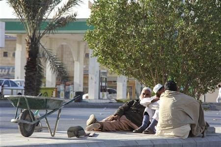 Foreign labourers rest near a construction site in Riyadh, November 23, 2011. REUTERS/Abdullah Shadeed