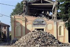Una chiesa a San Felice sul Panaro danneggiata dal terremoto che ha colpito l'Emilia. REUTERS/Giorgio Benvenuti