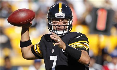 Pittsburgh Steelers quarterback Ben Roethlisberger passes against the New York Jets in the first quarter of their NFL football game in Pittsburgh, Pennsylvania, September 16, 2012. REUTERS/Jason Cohn