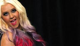 A cantora Christina Aguilera posa após coletiva de imprensa em Los Angeles, Califórnia, EUA. Aguilera lançou disco novo nesta semana. 9/10/2012 REUTERS/Mario Anzuoni