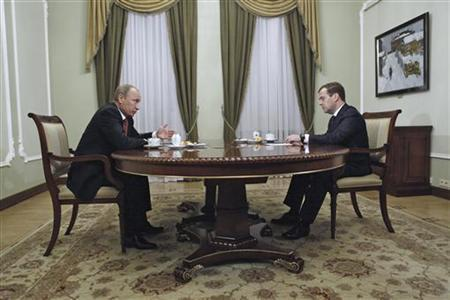 Russia's President Vladimir Putin (L) meets with Prime Minister Dmitry Medvedev at the Novo-Ogaryovo state residence outside Moscow, September 27, 2012. REUTERS/Dmitry Astakhov/RIA Novosti/Pool