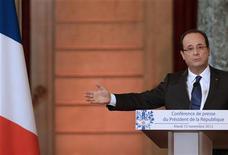 Presidente francês François Hollande é visto durante coletiva de imprensa palácio do governo em Paris. A França rompeu com seus aliados europeus nesta terça-feira ao reconhecer oficialmente a nova coalizão de oposição da Síria e afirmou que vai considerar armar os rebeldes uma vez que criem um governo temporário. 13/11/2012 REUTERS/Philippe Wojazer