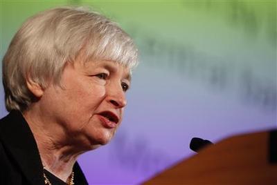 Fed's Yellen backs holding rates near zero to 2016