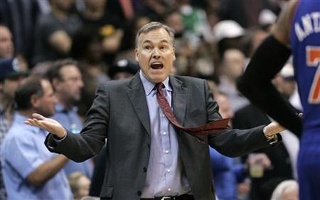 New York Knicks head coach Mike D'Antoni gestures during the second half of their NBA basketball game against the Dallas Mavericks in Dallas, Texas March 6, 2012. REUTERS/Mike Stone
