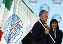 Il governatore Pdl della Lombardia Roberto Formigoni (a sinistra) e l'ex governatore Pdl del Lazio Renata Polverini. REUTERS/Alessandro Bianchi