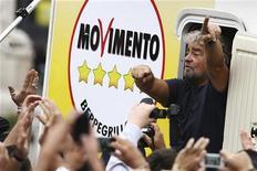 Beppe Grillo, leader del Movimento 5 Stelle, a Termini Imerese il 22 ottobre scorso per la campagna elettorale regionale in Sicilia. REUTERS/Massimo Barbanera