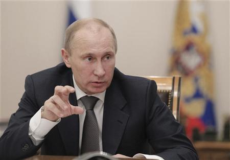 Russia's President Vladimir Putin chairs a meeting on general education at the Novo-Ogaryovo state residence outside Moscow, November 7, 2012. REUTERS/Mikhail Klimentyev/Ria Novosti/Pool