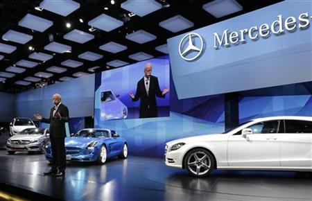 Daimler AG's Chief Executive Officer Dieter Zetsche gives a speech on media day at the Paris Mondial de l'Automobile September 27, 2012. REUTERS/Jacky Naegelen