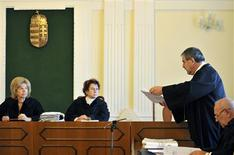 Judge Margit Simon (L) waits for documents from lawyer Peter Zamecsnik (2nd R) during a court ruling, in which Croatian Deputy Prime Minister Radimir Cacic was given a prison sentence, in Kaposvar November 14, 2012. REUTERS/Stringer