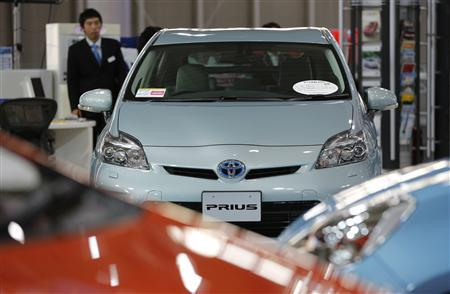 A Toyota Motor Corp Prius vehicle and other vehicles are displayed at the company's showroom in Tokyo November 14, 2012. REUTERS/Yuriko Nakao