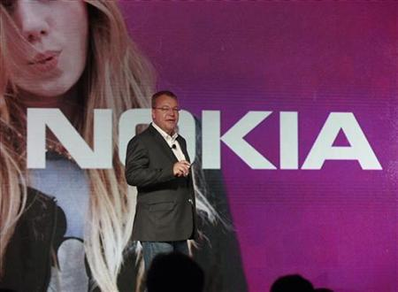 Nokia CEO Stephen Elop introduces new Nokia phones with Microsoft's Windows 8 operating system at an event in New York, September 5, 2012. REUTERS/Brendan McDermid/Files