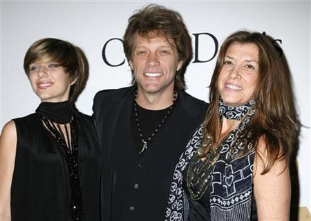 Singer Jon Bon Jovi (C), his daughter Stephanie and wife Dorothea (R) arrive at the Pre-Grammy Gala presented by the Recording Academy and Clive Davis in Beverly Hills, California on January 30, 2010. REUTERS/Jason Redmond/Files