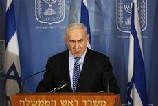Primeiro-ministro israelense, Benjamin Netanyahu, discursa durante coletiva de imprensa em Tel Aviv, Israel. O gabinete de Israel deu autorização preliminar nesta quarta-feira para a mobilização de tropas militares de reserva, caso seja necessário, para um ataque aéreo contra a Faixa de Gaza, controlada pelo Hamas. 14/11/2012 REUTERS/Ronen Zvulun