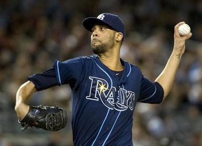 Knuckleballer Dickey, Price win Cy Young awards