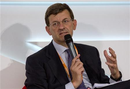 Vodafone Chief Executive Vittorio Colao speaks at the Global Investment Conference in London July 26, 2012.mREUTERS/Neil Hall