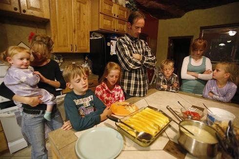 Life in a polygamist community