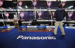 A man looks at Panasonic Corp's Viera TV screens displayed in an electronics store in Tokyo November 15, 2012. REUTERS/Toru Hanai