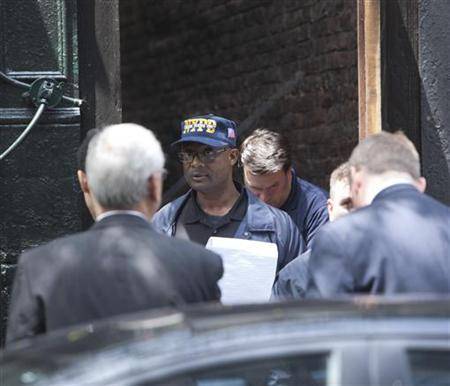 New York Police investigate an alleyway close to where Etan Patz disappeared 33 years ago in New York May 25, 2012. REUTERS/Andrew Kelly/Files