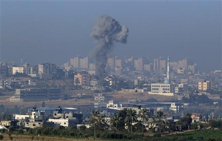 Smoke rises in the northern Gaza Strip after an Israel air strike November 15, 2012. REUTERS/Ronen Zvulun