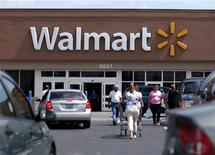Customers are seen at a Wal-Mart market in Miami, Florida May18, 2010. REUTERS/Carlos Barria
