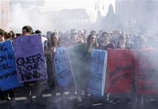 Studenti durante la manifestazione di protesta di ieri a Roma. REUTERS/Tony Gentile