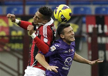 AC Milan's Kevin-Prince Boateng (L) jumps for the ball with Fiorentina's Manuel Pasqual during their Italian Serie A soccer match at the San Siro stadium in Milan November 11, 2012. REUTERS/Alessandro Garofalo