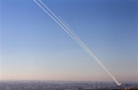 A smoke trail is seen as a rocket is launched from the northern Gaza Strip November 15, 2012. REUTERS/Nir Elias