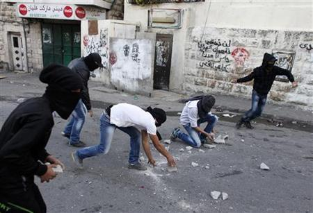 Palestinians throw stones at Israeli security forces (unseen) during clashes in protest to Israel's military operation in Gaza, in the East Jerusalem neighbourhood of Issawiya November 15, 2012. REUTERS/Ammar Awad