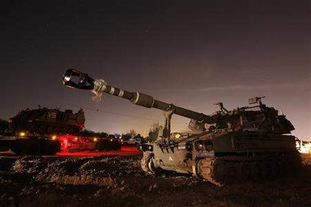 A 155mm mobile cannon (front) is seen after it was transported to an area just outside the northern Gaza Strip November 15, 2012. Two rockets fired from the Gaza Strip targeted Tel Aviv on Thursday in the first attack on Israel's commercial capital in 20 years, raising the stakes in a showdown between Israel and the Palestinians that is moving towards all-out war. REUTERS/Amir Cohen