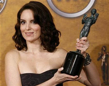 Actress Tina Fey, winner of the Outstanding Performance by a Female Actor in a Comedy Series award for ''30 Rock'', poses with her award at the 15th annual Screen Actors Guild Awards in Los Angeles January 25, 2009. REUTERS/Danny Moloshok