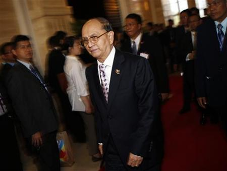 Myanmar's President Thein Sein leaves for a break during a plenary session on the second day of the Asia-Europe Meeting (ASEM) summit in Vientiane November 6, 2012. REUTERS/Damir Sagolj