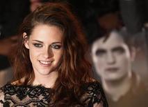 """Atriz Kristen Stewart chega à estreia europeia de """"Amanhecer"""", da Saga Crepúsculo, em Londres. 14/11/2012 REUTERS/Suzanne Plunkett"""