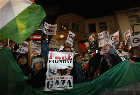 Pro-Palestinian demonstrators protest outside Israel's embassy in central London November 15, 2012. Israeli aircraft attacked targets throughout the Gaza Strip on Thursday night, unleashing dozens of strikes in swift succession according to Reuters witnesses. REUTERS/Stefan Wermuth