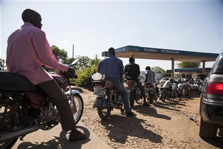 People on motorcycles wait in line for petrol at a fuel station in Juba October 11, 2012. REUTERS/Adriane Ohanesian/Files