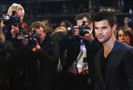 Actor Taylor Lautner arrives for the European premiere of ''The Twilight Saga: Breaking Dawn Part 2'' in London November 14, 2012. REUTERS/Luke MacGregor