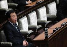Премьер-министр Японии Ёсихико Нода присутствует на пленарном заседании парламента в Токио, 16 ноября 2012 года. Япония распустит нижнюю палату парламента в пятницу, чтобы провести выборы 16 декабря, которые, вероятно, вернут к власти долго находившуюся у руля Либерально-демократическую партию (LDP) во главе с консервативным бывшим премьер-министром. REUTERS/Kim Kyung-Hoon