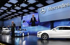 Daimler AG's Chief Executive Officer Dieter Zetsche gives a speech on media day at the Paris Mondial de l'Automobile September 27, 2012. The Paris auto show opens its doors to the public from September 29 to October 14. REUTERS/Jacky Naegelen (FRANCE - Tags: TRANSPORT BUSINESS)