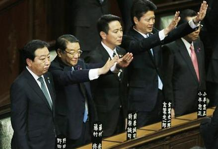 Japan's Prime Minister Yoshihiko Noda (L) stands next to his cabinet ministers raising their hands and shouting ''banzai'' (cheers) after the dissolution of the lower house was announced at the Parliament in Tokyo November 16, 2012. REUTERS/Kim Kyung-Hoon