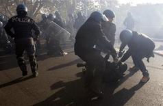 Gli scontri di mercoledì a Roma. REUTERS/Stringer