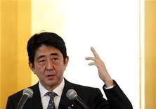 Líder da oposição japonesa, Shinzo Abe disse que questões econômicas e diplomáticas serão pontos principais das eleições no país. 15/11/2012 REUTERS/Yuriko Nakao